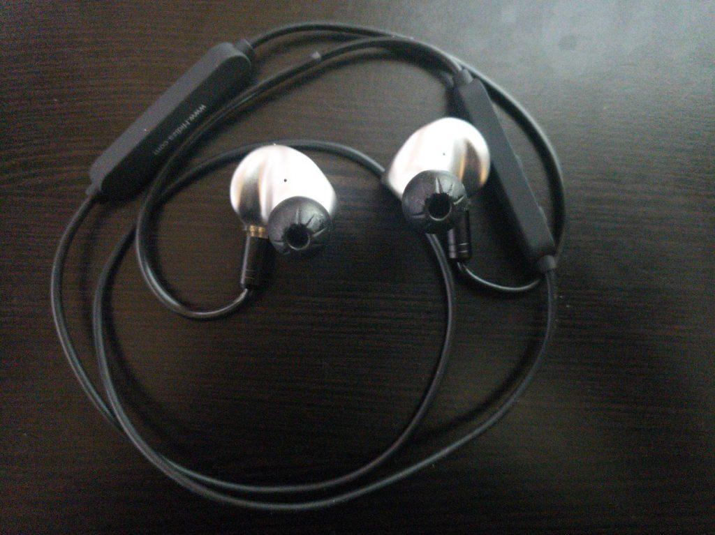 Hidizs MS4 conectado al cable Bluetooth BT-01