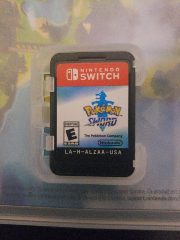 Pokémon Sword - Juego adentro de la caja