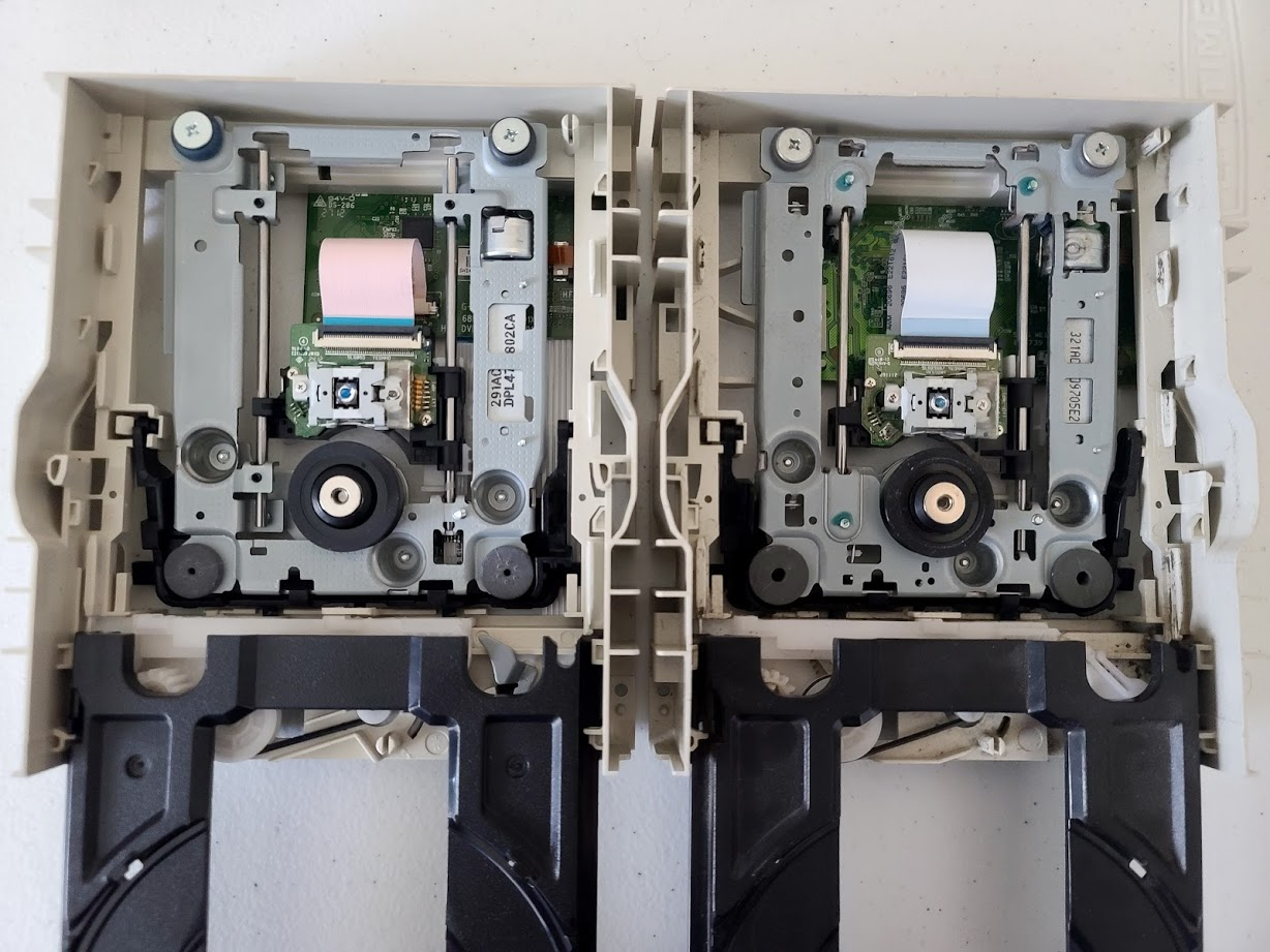 LiteOn iHAS524 A and C Inside Side-by-side With Disc Tray Opened